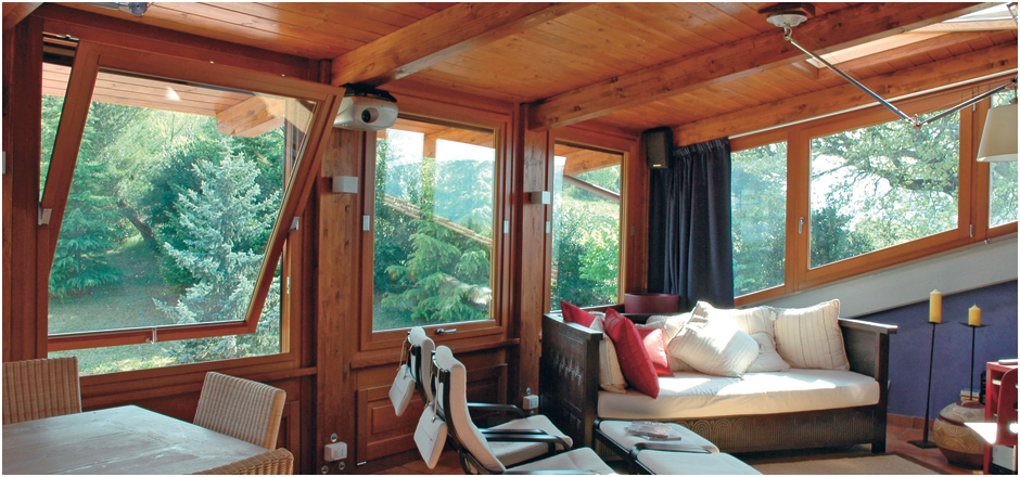 case con vetrate interne anche la porta pi comune pu